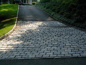 driveway apron with belgium block
